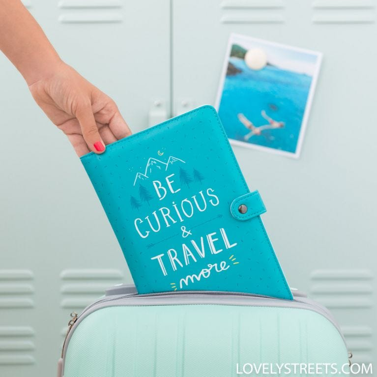 Porta-documentos Lovely Streets - Be curious and travel more (ENG)