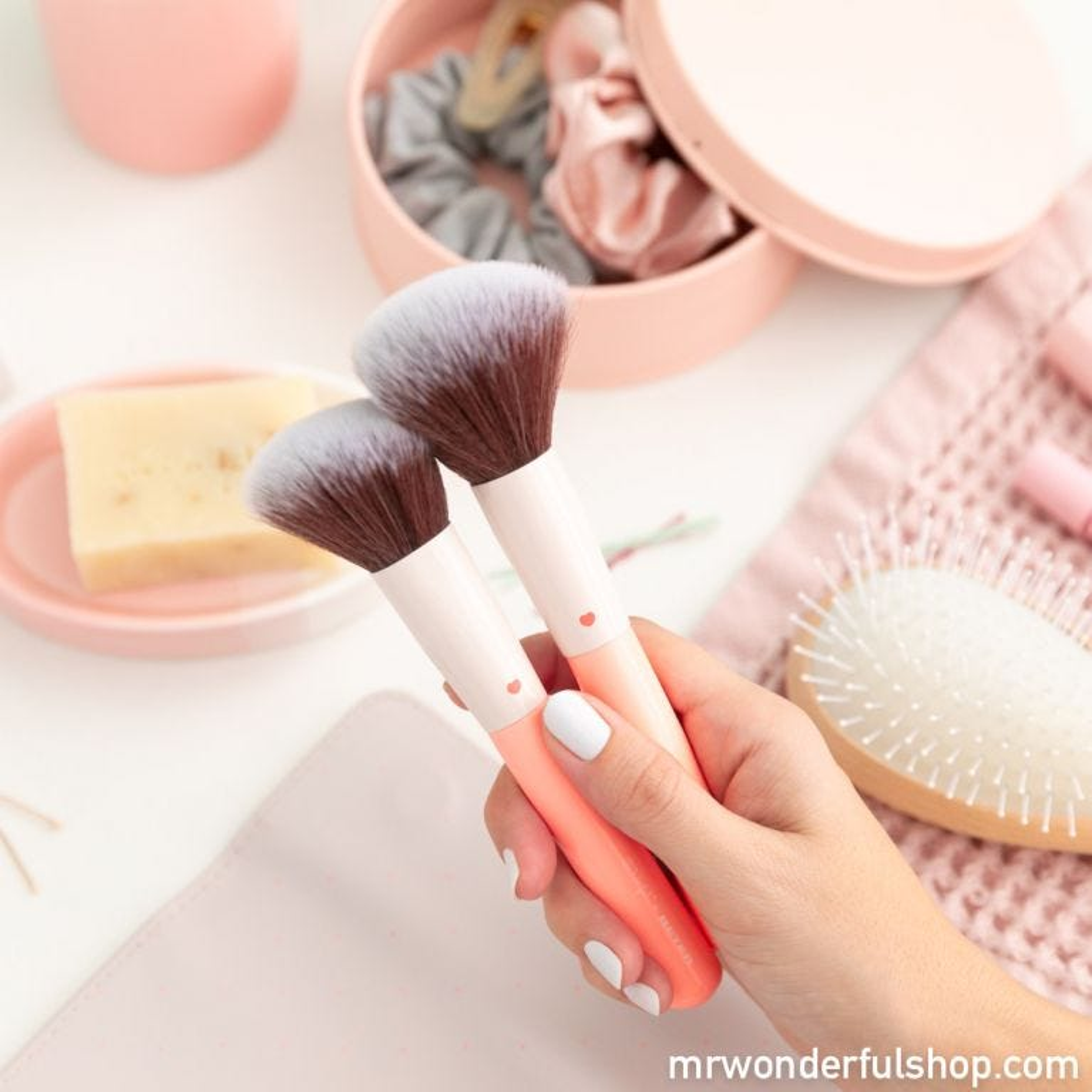 Makeup brush set - Some blush and a make-up brush