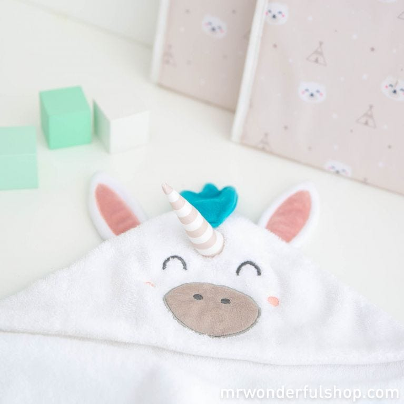 Hooded towel for little unicorns