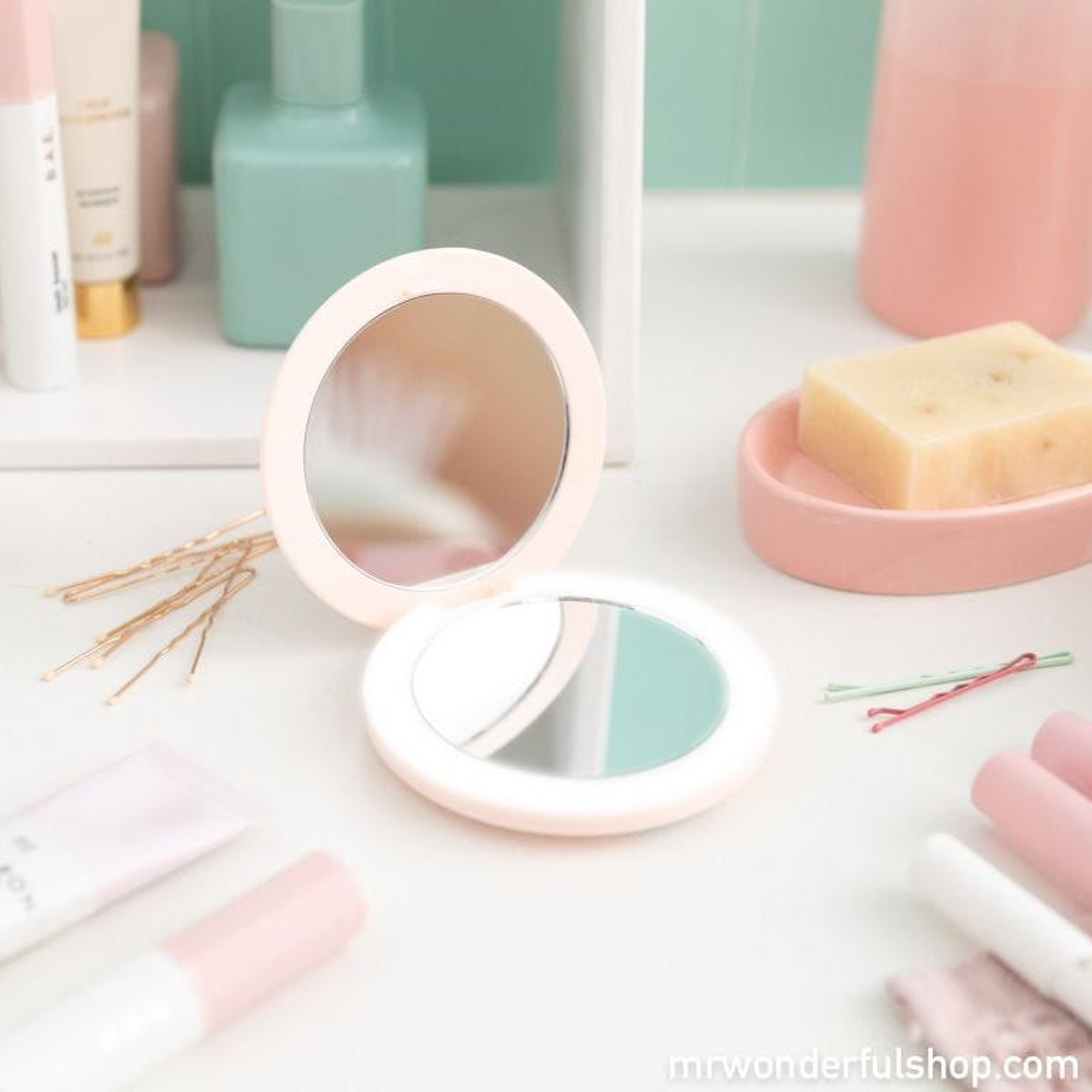 Compact makeup mirror - You look stunning!