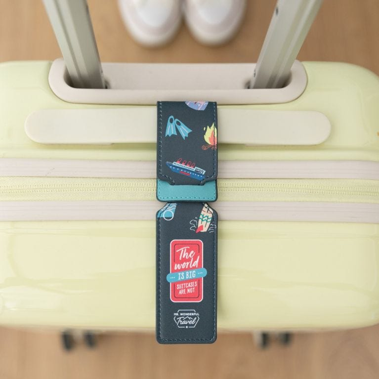 Etiqueta para equipaje - The world is big, suitcases are not