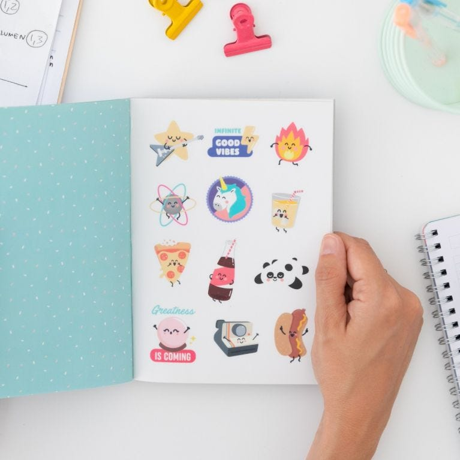 Caderno de autocolantes amovíveis
