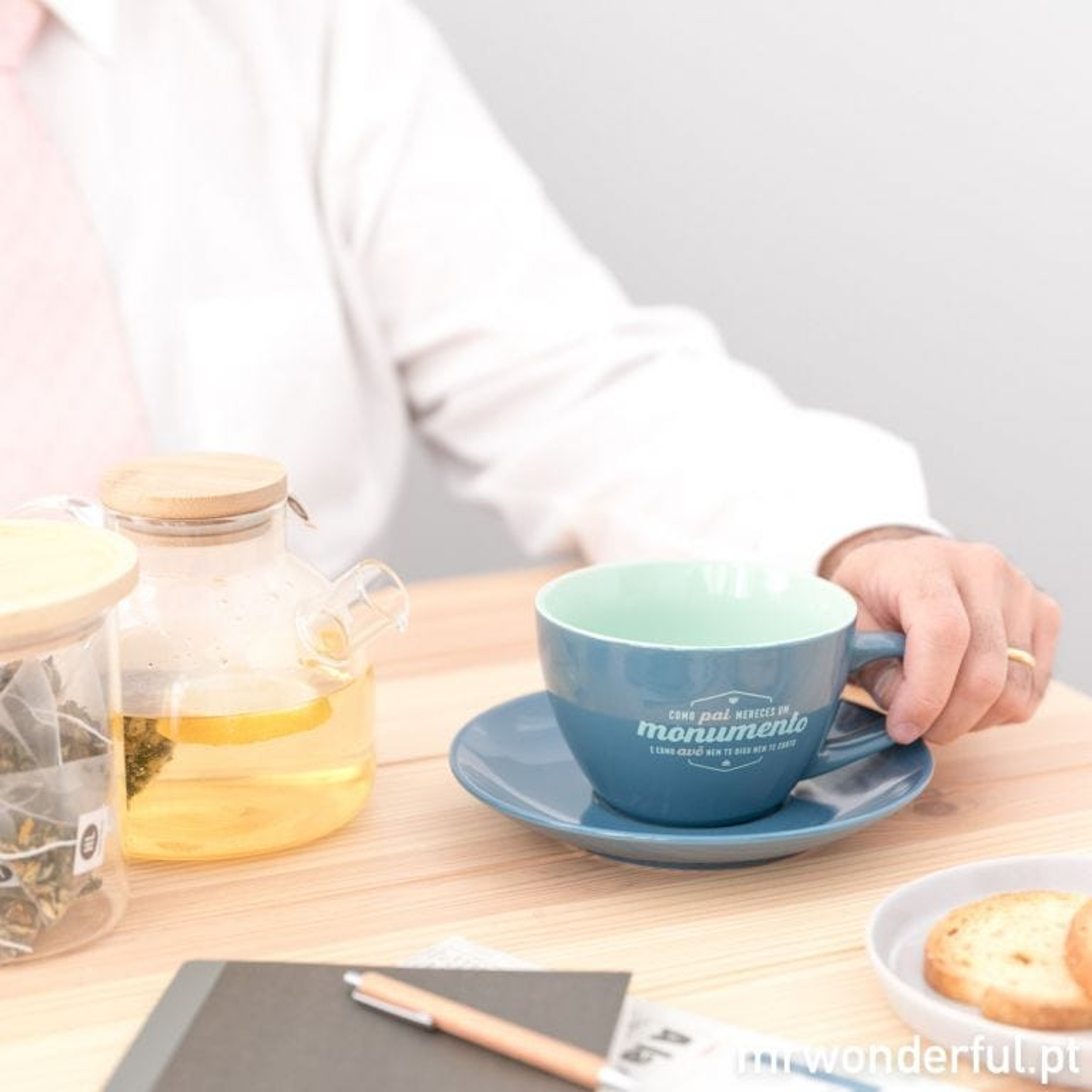 Chávena e pires - Como pai mereces um monumento e como avô nem te digo nem te conto (PT)